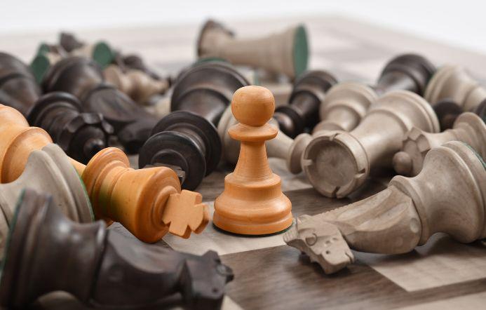 一つだけ生き残るチェスの駒