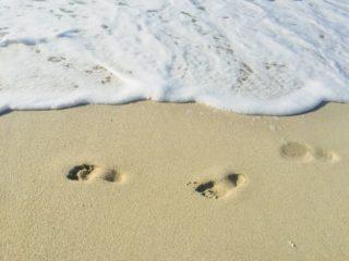 海辺の足跡