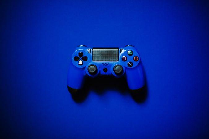 青いPS4のコントローラー
